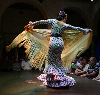 El mejor sitio para bailar sevillanas en madrid centro for Espectaculo flamenco seville sevilla