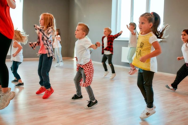 Niños bailarines